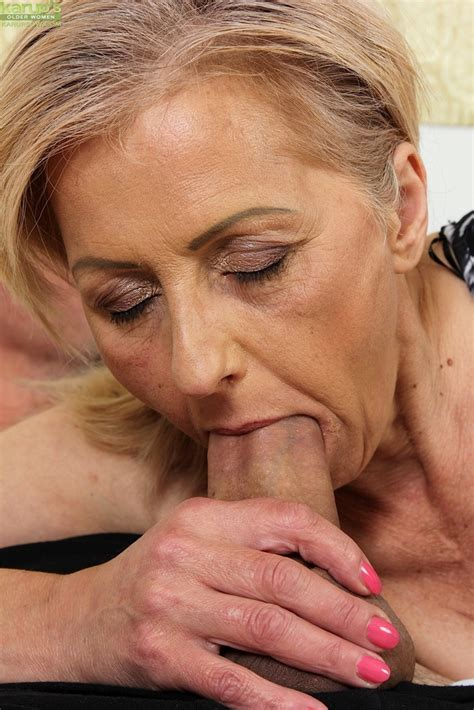 Granny Worships A Big Cock And Sucks It To Get A Portion