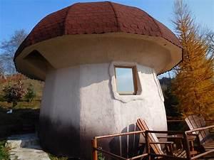 Des Maisons En Forme De Champignon Au Mont U00e9n U00e9gro