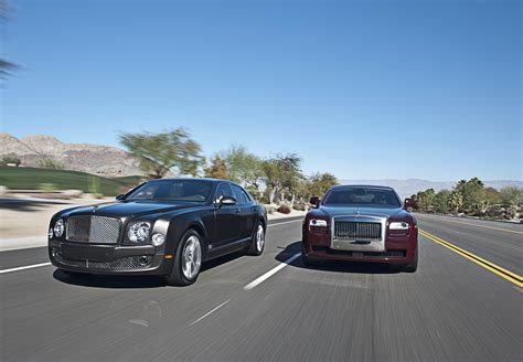 Rolls Royce Vs Bentley by Bentley Mulsanne Vs Rolls Royce Ghost Bilmagasinet Dk