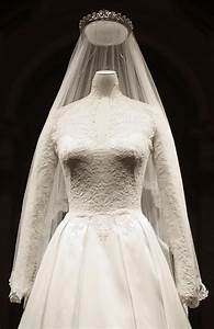 135 best royal family england william and harry images on With wedding dress display
