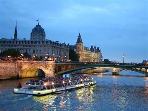 Boat Tour Seine River Paris by Eiffel Tower Dinner And Seine River Cruise