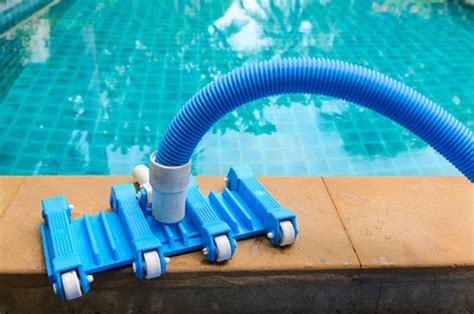 How To Vacuum A Pool With A Filter Or A Pump