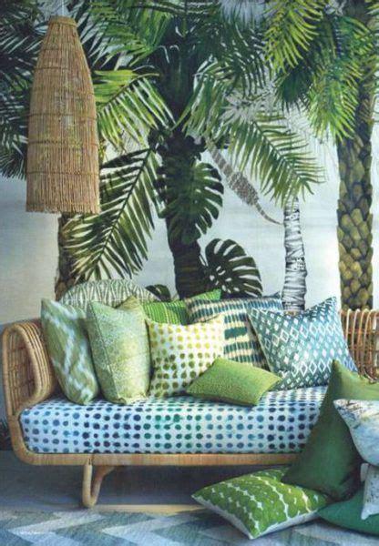 canape vert plantes urban jungle interior green sofa