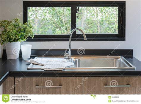 dessus de comptoir de cuisine pas cher beautiful comptoir de cuisine en bois avec le granit noir