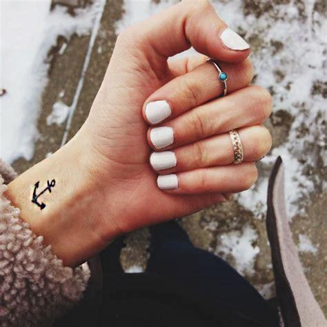 50 Elegantes tatuajes para mujeres delicadas Tatuajes