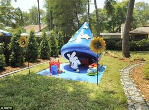 Disney Garden Decor Uk by How A Family Transformed Their Backyard Into A Magical