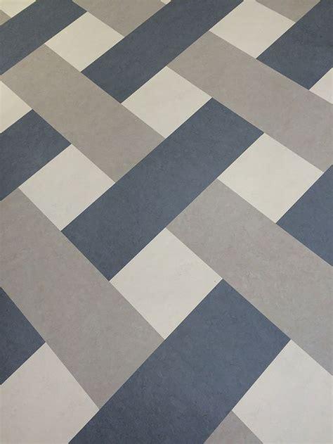 Linoleum Auf Fliesen by 25 Best Ideas About Linoleum Flooring On
