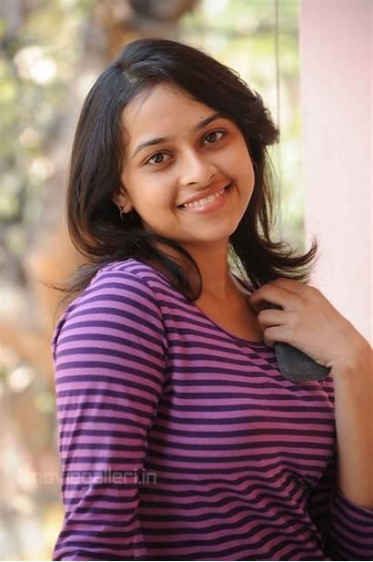 Divya Sri Actress Stills Sridivya Telugu Latest