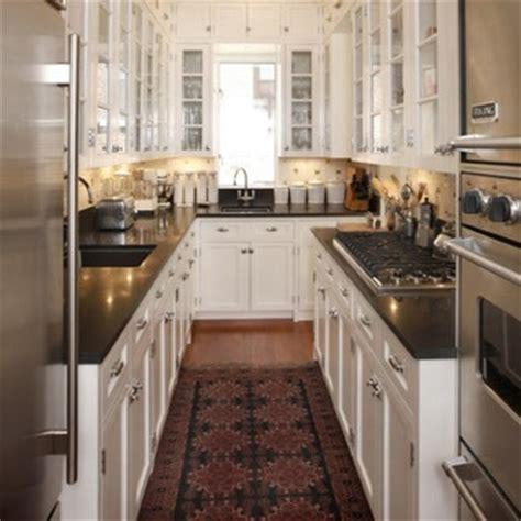 pictures of small galley kitchens رخامة باللون الاسود بالمطابخ المستطيلة المرسال 7485