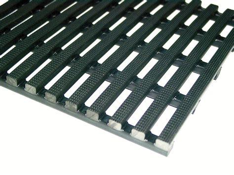 tapis caillebotis antid 233 rapant ergonomique en pvc noir 50 cm x 10 m x 12 5 mm en rouleau ids