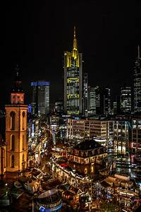 Skyline Frankfurt Bild : frankfurt skyline hochkant in the christmas spirit foto bild deutschland europe ~ Eleganceandgraceweddings.com Haus und Dekorationen