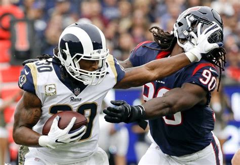 todd gurley signs  year  million extension  los