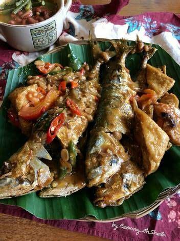 Selain menjadi salah satu bahan dasar makanan, ikan tenggiri juga mudah diolah dengan cara apa pun seperti digoreng, pepes, bakar, atau dijadikan sup. Ikan Gembung Masak Tauco Pedas | Resep | Resep masakan, Makanan, dan Resep