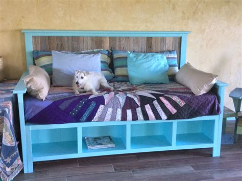 pallet wood daybed    home projects  ana