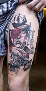 Tatouage Oiseau Homme : tatouage homme qui tiens un oiseau tatouage pinterest ~ Melissatoandfro.com Idées de Décoration