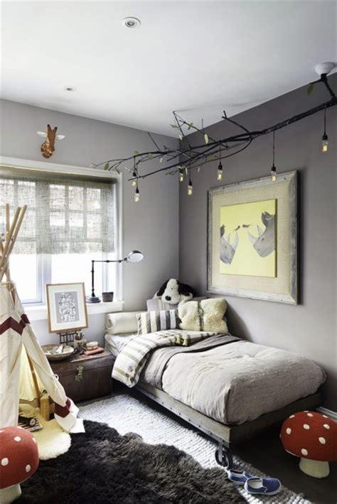 toilet stylen zwart geel grijs grijze muur inrichting huis