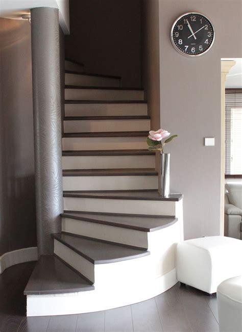 escalier peint en taupe maison design goflah
