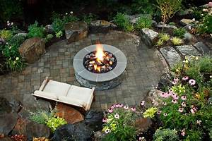 Brick and concrete fire pits hgtv for Garden fire pit