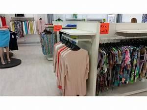 Meuble Pour Vetement : meuble d 39 amenagement pour magasin de vetements bruxelles capitale ~ Teatrodelosmanantiales.com Idées de Décoration