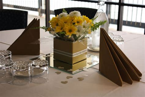 anniversary table decorations  mum