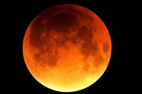 Efekt wizualny jest taki sam jak przy zaćmieniu całkowitym. Przestrzeń Planetarna : Całkowite zaćmienie Księżyca 28.09.2015