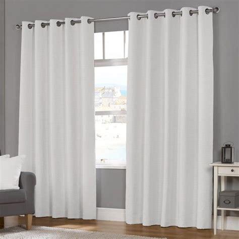 white eyelet kitchen curtains 1000 ideas about white eyelet curtains on