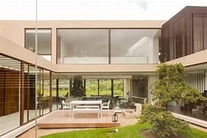 Haus Garten : innengarten hinter glastrennwand als highlight im luxus haus ~ Frokenaadalensverden.com Haus und Dekorationen