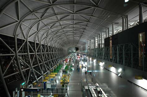 Kansai International Airport Sinking by Kansai International Airport Terminal Architravel