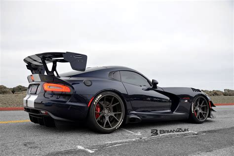 Viper ACR at Sonoma Raceway 1:40.49 lap. - YouTube