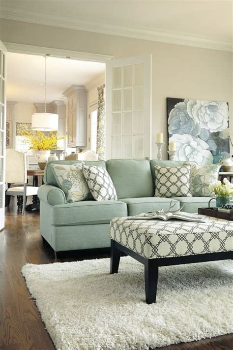 Decorating With A Blue Sofa by 25 Best Ideas About Blue Couches On Blue Sofa