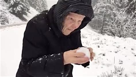 101-year-old Woman Enjoys Making Snowballs Just Like A Kid