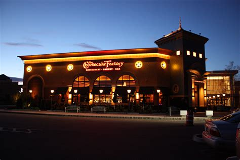 Does The Cheesecake Factory Take Reservations? The Truth ...