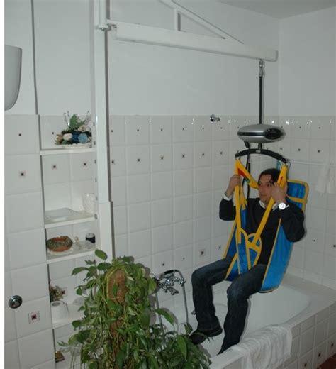 sollevatori per disabili a soffitto sollevatore a bandiera per lo spostamento di persone
