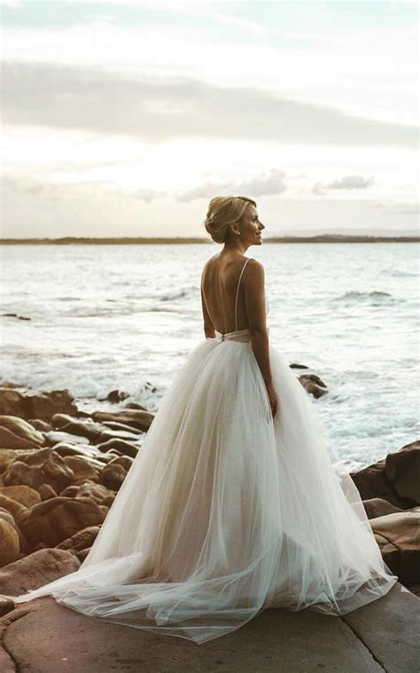 stunning open   wedding dresses