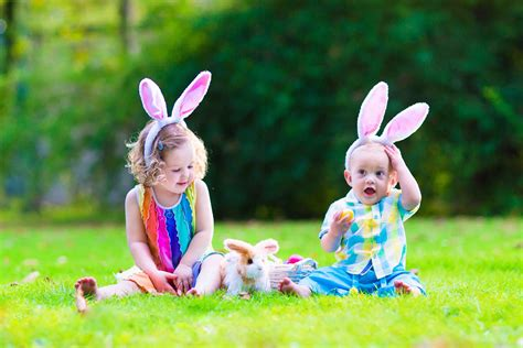 top 7 warming wallpapers and baby 271   Children At Easter Egg Hunt