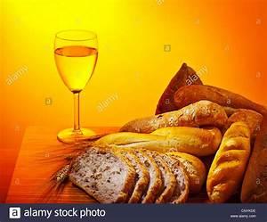 Wein Und Glas Essen : abendmahl kommunion essen brot und glas wein sonntag christliche traditionelle speisen ~ A.2002-acura-tl-radio.info Haus und Dekorationen