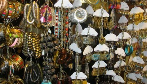 6 Best Places for Shopping in Mumbai