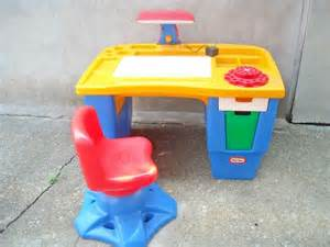little tikes art table and chair images