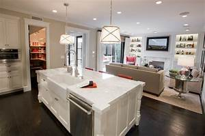 Sink and Dishawasher in Kitchen Island - Contemporary