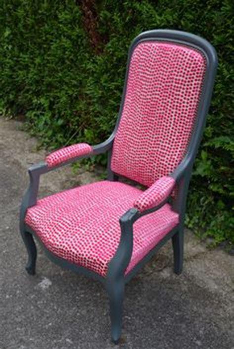 fauteuil voltaire par atelier d 233 co solidaire chairs atelier