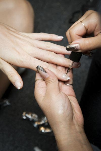 Когда наносить праймер на ногти под гельлак и какой нужен?