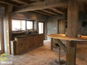 le vieux bois quand la poutre se fait meuble With cuisine en vieux bois