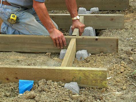 setting pole barn posts - Pole Barn Construction Hansen