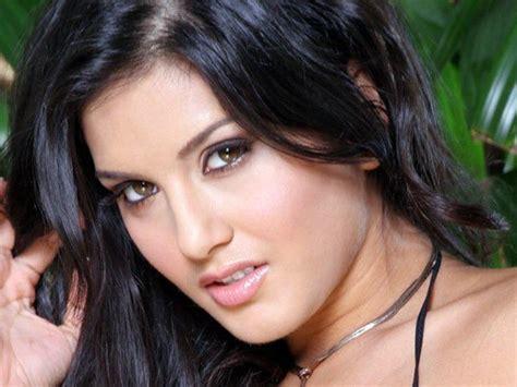 Wanita Pemain Film Dewasa Foto Hot Sunny Leone Bermimpimimpi