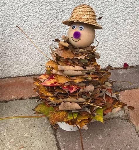 Herbstdeko Garten Basteln by Herbstdekoration Laubwichtel Wichtel Aus Bl 228 Ttern