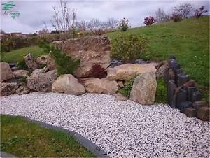 amenagement de rocaille et d39une allee en gravillons mouchete With charming amenagement jardin avec bassin 10 rocailles