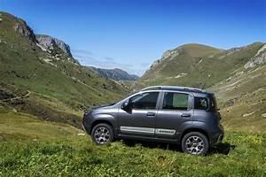 Fiat Panda : 2017 fiat panda gets small updates and uconnect autoevolution ~ Gottalentnigeria.com Avis de Voitures