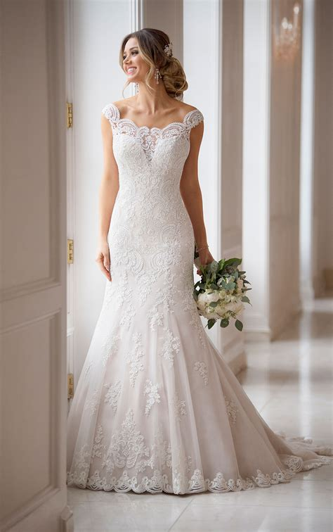 princess wedding dress    shoulder sleeves