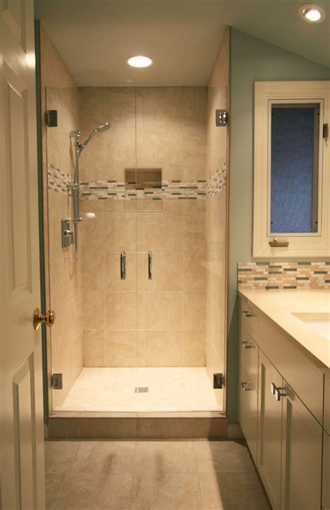Small bathroom remodel in Lake Oswego introduces light and