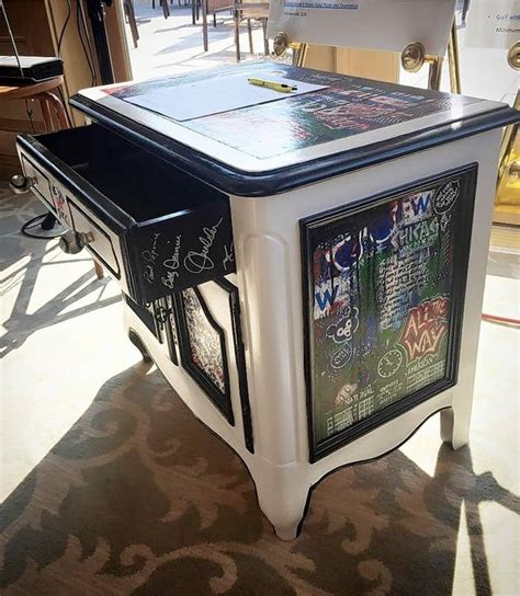 chicago cubs table l hoffman estates entrepreneur hits home run with artistic